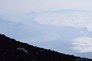 世界の名山 Mt.Fujiyama(富士山)から山中湖を見おろす